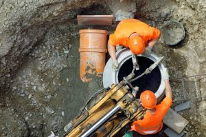Arbeiter beim Kanalanschluss in Dortmund